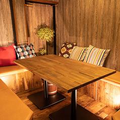 【個室】木の温もりと間接照明が心を癒やしてくれます。