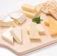 お酒と相性も◎「チーズの盛り合わせ」【1045円(税込)】