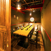 テーブル席の扉付き完全個室はお勤め先でのご宴会・飲み会はもちろん女子会・合コン・誕生日会等にもオススメです◎プライベート空間で周りを気にせずごゆっくりお愉しみください!テーブル席の扉付き完全個室は2名~4名様個室,5名~8名様個室,15~20名様個室でご用意しております!