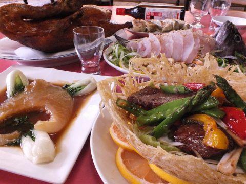 広々としたアットホームな雰囲気で、本格的な中華料理をご堪能下さい。