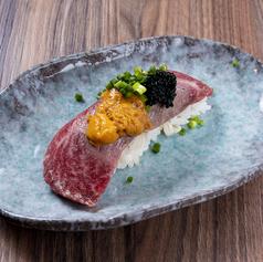 黒毛和牛とウニの炙り寿司(一貫)
