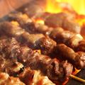 料理メニュー写真炭火で丁寧に焼き上げる「焼鳥」各種。食べ放題でお楽しみ頂けます。