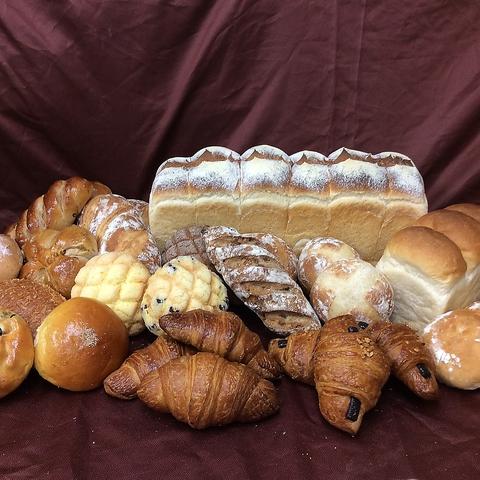 安心安全をモットーに、100%国産小麦使用で無添加生地のパンを提供します。