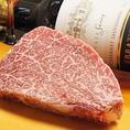 特選!!】A5ランク和牛ステーキテレビ、雑誌などでよく見るA5ランクのお肉とは、市場でのお肉の評価(サシの等級、肉の美しさ、肉の締り、脂肪の質、一頭の牛からの歩留など)がすべて一級品であると評価された牛です!!舌の温度でとろける感覚、お肉の芳醇な甘味を是非ご堪能ください◎