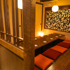 店内にはいたるところに桜が舞ってます。新横浜で完全個室居酒屋のご宴会/誕生日/記念日/女子会/接待でのご利用をお探しなら当店へ★【完全個室完備】