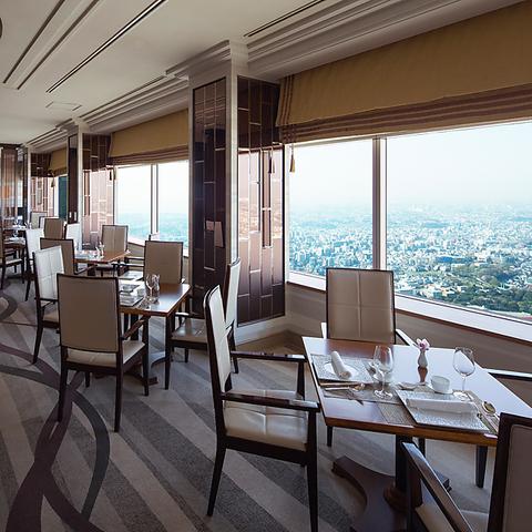 広大な景色と溶け合う天空の中国料理レストラン