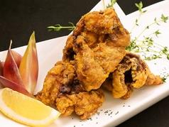 料理メニュー写真若鶏のジューシーからあげ
