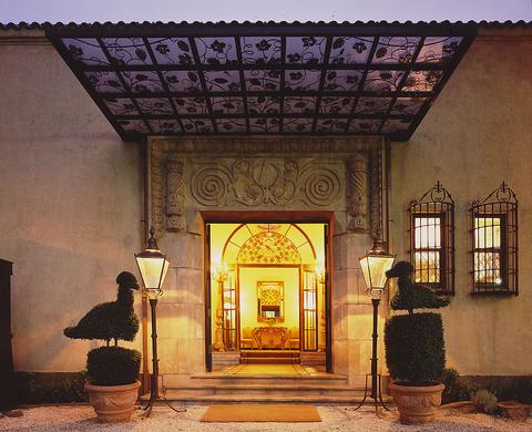 「ミシュランガイド東京」8年連続掲載。現代スペイン料理をお楽しみください。