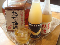 全国から集めた焼酎や日本酒がたくさん!