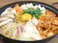 料理メニュー写真プデチゲ、海鮮チゲ、ホルモンチゲ