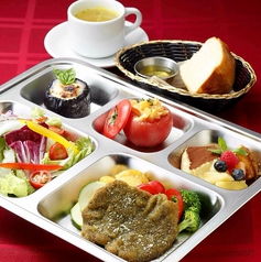 料理メニュー写真メイン、サラダ、本日の2品、デザート、スープ、ライスorブレッド
