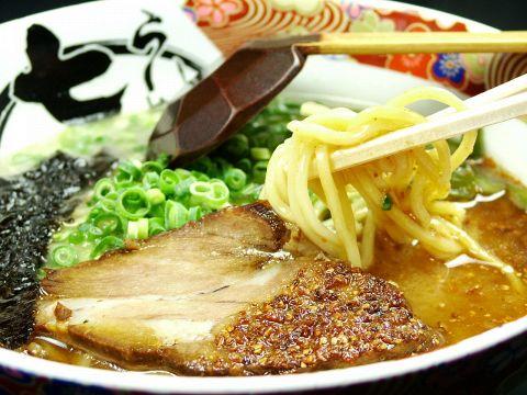 麺で使用する小麦粉は北海道産厳選の一等粉、手間をかけてシコシコの食感が生まれる
