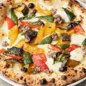 何と言っても自慢はもっっちもちの石釜Pizza!オープンスペースで焼き上げる過程まで楽しめます!生地から愛情込めて職人が作り上げる絶品を召し上がれ。GARBweeksに来たら、まずはやっぱり。