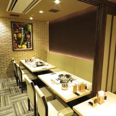 6~10名様の個室を二部屋ご用意。仲間との食事や女子会、家族の集まりなどに。
