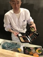 当店の金看板、利根川総料理長。日本調理師会師範代の資格を持つ数少ない職人。熟練の味をご賞味ください!