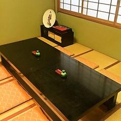 お座敷の個室もご用意しております。接待、会食など大切な方とのお時間にご利用くださいませ。ゆったりとお寛ぎ頂けます。