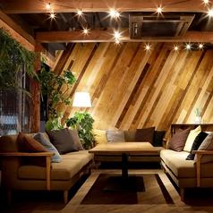 くつろぎのソファ席。8名様までご利用可能な個室です。