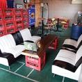 2階:ゆっくり腰かけてくつろげるソファー席もご用意しています。