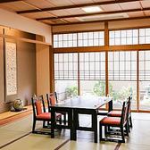 少人数様向け「イス席個室」・・・接待や顔合わせ、記念日でのご利用にピッタリ!坪庭が臨めるお部屋もございます。