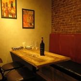 奥にも最大10様までお使いいただけるテーブル席ご用意しております。