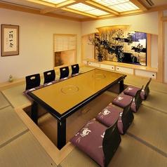ゆっくりとした雰囲気でお過ごし頂けるお座敷、掘りごたつの個室を大小人数に合わせてご用意させて頂きます。他にも「6名様×11」の掘りごたつ個室が御座います。
