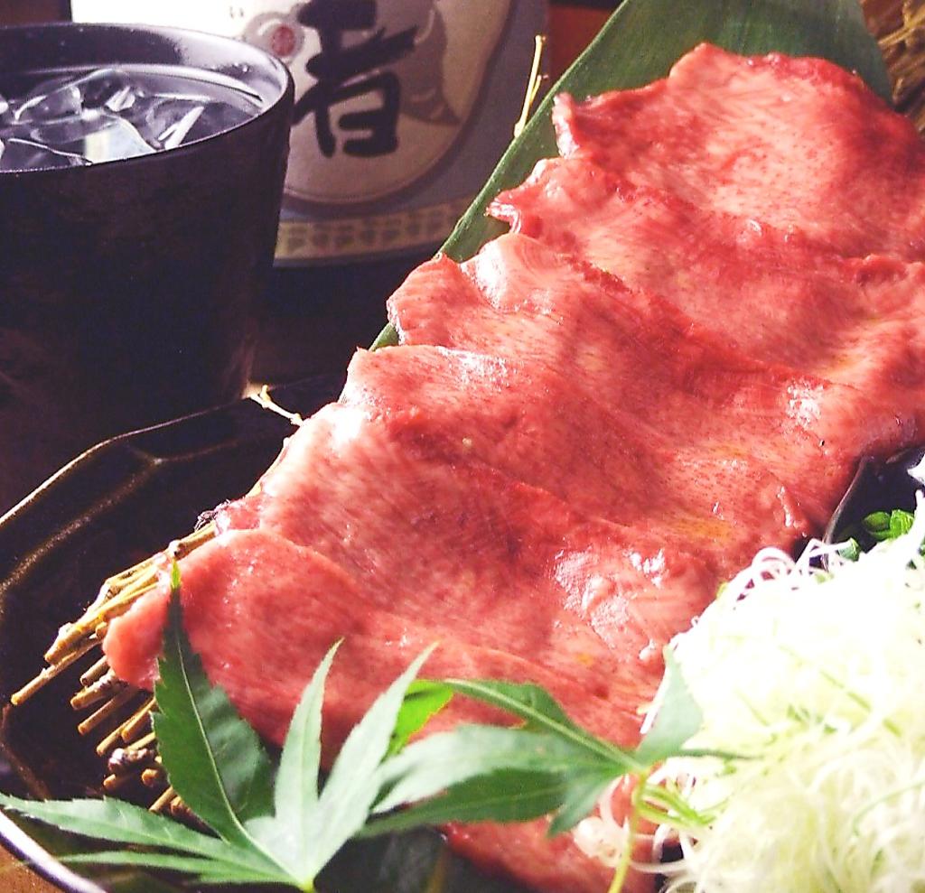 新鮮な生の牛タンなので、柔らかく旨味がたっぷり!!『ネギ塩タン』