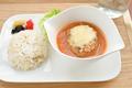 料理メニュー写真トマトとチーズの煮込みハンバーグ