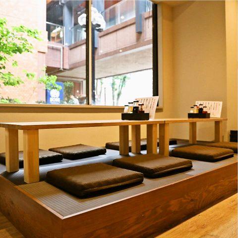 【最大8名までOKの座敷席】テーブル席の他にも、小宴会やグループ利用にオススメの座敷席もご用意しております♪焼酎や日本酒など種類豊富なお酒もご用意しております◎