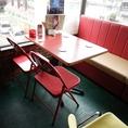 3階:4名様のテーブル席です。テーブル・椅子の移動・連結可能なので、お客様の人数に合わせたお席をご用意します。