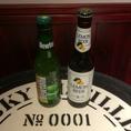 【左:ニュートン】青リンゴの風味が飲みやすい、ベルギーのビール【右:レモンビール】レモン果汁を加えた、女性にも飲みやすいビール