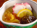 料理メニュー写真たこ酢、海草サラダ