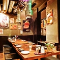 渋谷店の店内は焼肉屋とは思えないモダンな雰囲気で広々とした空間です。仲間内での飲み会でワイワイするのもゆったり宴会を楽しむのにも最適です!当店はこだわりのお肉が食べ放題のコースが豊富にございます。またコースには飲み放題も付いておりますのでお肉とともに相性抜群な飲み物もお楽しみください!【渋谷 肉】