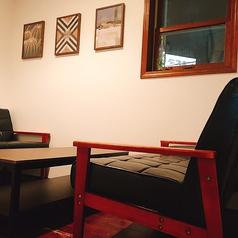 半個室のソファー席!4名様まで座ることできます♪