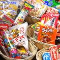 【★40種類以上の駄菓子がすべて食べ放題★】当店では昔懐かしい駄菓子のコレクションが食べ放題♪青春時代を思い出して話に華を咲かせます!!