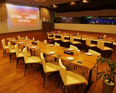 会社宴会、結婚式二次会向けのテーブル席♪レイアウトは自由に動かせます♪
