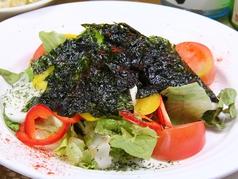 料理メニュー写真大根とツナのサラダ、山芋と豆腐のサラダ、温玉シーザーサラダ