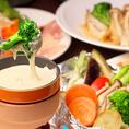 女性に大人気の「チーズフォンデュコース」は全10品2,000円とリーズナブルなお値段でご提供致しております!フォンデュソースを5種類よりお選びください。定番のチーズからバジルチーズ、和風味噌などオリジナルのフォンデュソースございます。毎回飽きのこない味をご提供♪三宮での女子会、合コンなど各種宴会に!