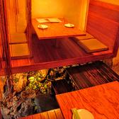4名様用の半個室。床下には水が流れるオシャレなデザイナーズ♪