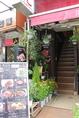 お店は2階です♪15年のシェフ歴のあるオーナーが作る韓国本場の味をお楽しみください!