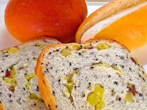 菓子パンから惣菜パン、食パンまでバラエティに富んだパンが揃うお店。