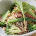料理メニュー写真厚切りベーコン&パンツェッタと糸島産お野菜のペペロンチーノ
