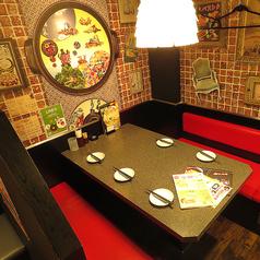 【気の合う仲間同士のプライベート飲み会に…★】少人数用のお席もご用意!みんなでワイワイ名物赤から鍋を堪能して下さい!