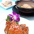 月ごとに替わるおすすめコースは8品14000円(税抜)。高級食材を贅沢に使った本格中華をコースで堪能できます。