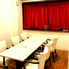 3部屋ございます。10席・10席・6席とあります。