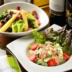 料理メニュー写真THANK YOUサラダ/マグロとアボカドのタルタル/彩りトマトのカプレーゼ