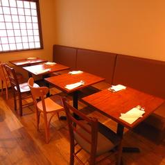 2名掛けテーブル×4卓(結合可能)