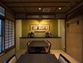 【麻の間】窓からは町屋の坪庭を眺めて、京都の風情をお楽しみください