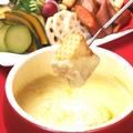 料理メニュー写真大人気アンチョビソースのチーズフォンデュ