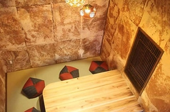 奥の掘りごたつ個室。6名様までご利用可能です。