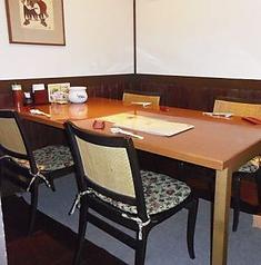 4名様用のテーブルの個室のお席です。